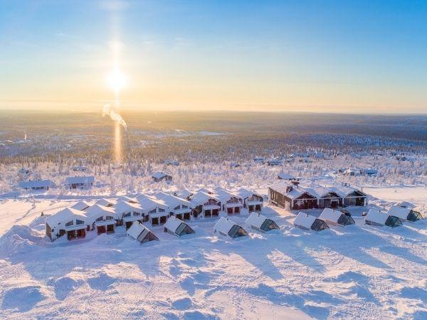 Star Arctic hotelli Lapin talvimaisemassa.