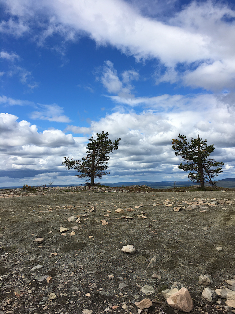 Äkäslompolon Kukastuntuirin maisema.